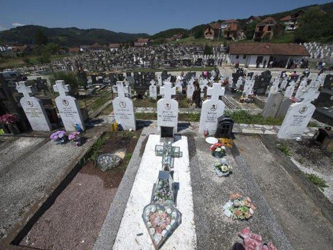 Parastos na bratunačkom groblju - Foto: TANJUG