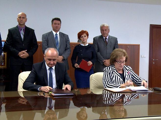 Potpisan ugovor za prvu vjetroelektranu u Srpskoj - Foto: RTRS
