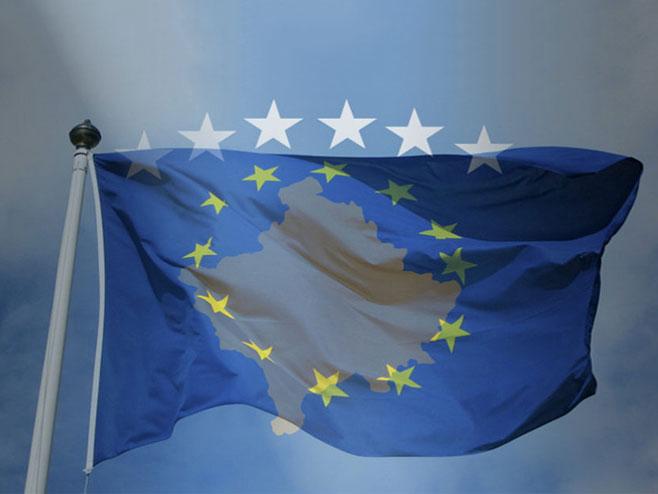 Zastave samoproglašene Republike Kosovo i EU (Foto: Flickr/Bobby Hidy/Kosovo Future Maker) -