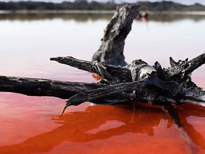 Crveno jezero (Foto: Flickr/Renzo Borgatti) -