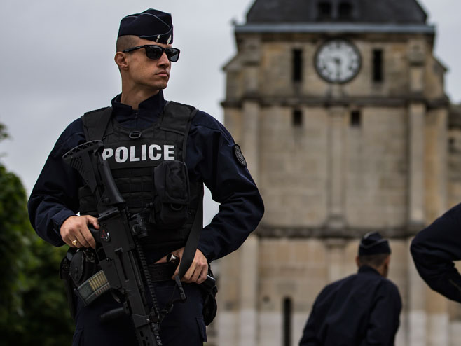 Francuska policija (Foto: epa/Ian Langsdon) -