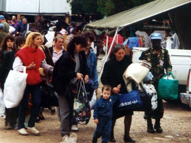 "Srpske izbjeglice poslije hrvatske akcije ""Oluja"" (Foto: www.veritas.org.rs) -"