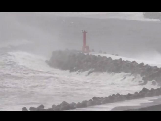 Tajfun usmrtio devetoro ljudi