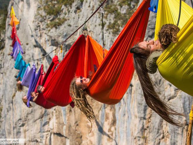 Tijesno: Ljudi iznad provalije 200 metara - Foto: facebook.com