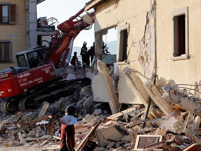 Italija - zemljotres (Foto: CIRO DE LUCA) -