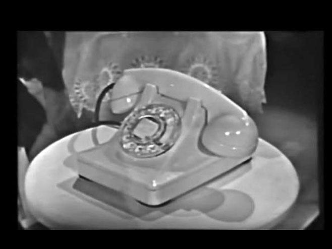 Stari telefon - Foto: Screenshot/YouTube