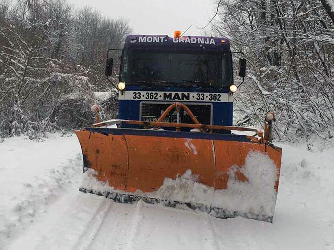 Čišćenje snijega - Foto: SRNA