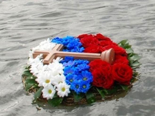 Plivanje za časni krst - Foto: nezavisne novine