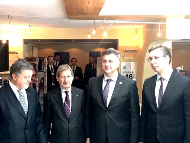 Davos: Vučić i Plenković (twitter)) -