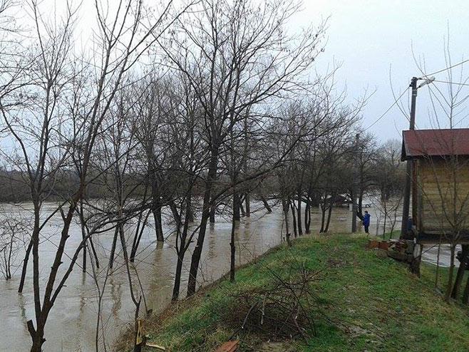 Derventa-vanredna opasnost od poplava (foto:derventacafe.com) -