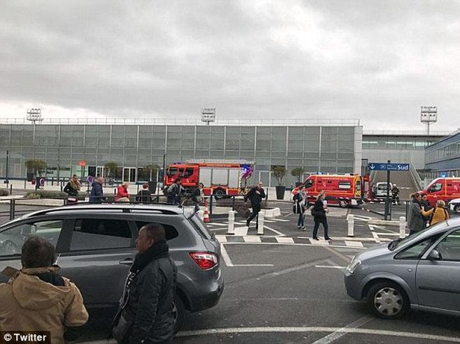 Pariz - Pucnjava na aerodromu -