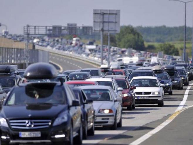 Granični prelaz - gužve - Foto: nezavisne novine