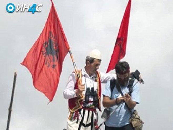 Uniformisani i naoružani Albanci okupirali Rumiju na Dan nezavisnosti Crne Gore (foto: IN4S) -