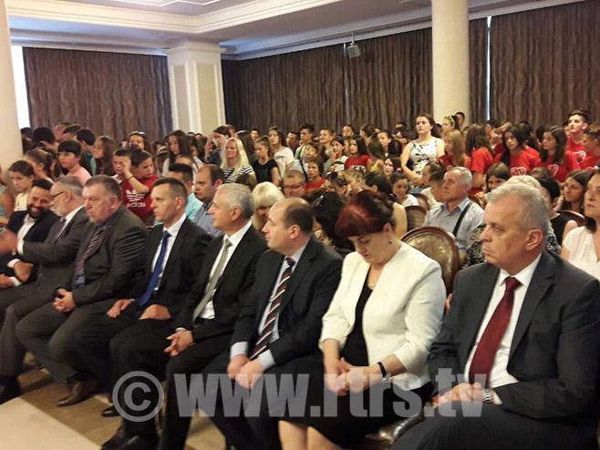 Djeca sa Kosmeta u posjeti Vladi Srpske