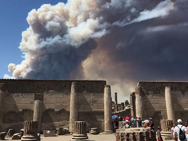 Italija - požar (foto: twitter.com) -
