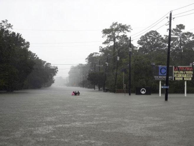 "Hjuston tropska oluja ""Harvi"" (foto:Tanjug-AP) -"