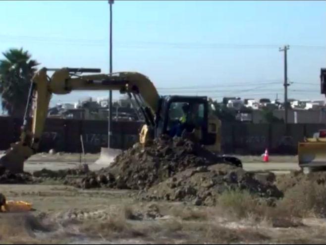 Izgradnja zida na granici sa Meksikom - Foto: Screenshot