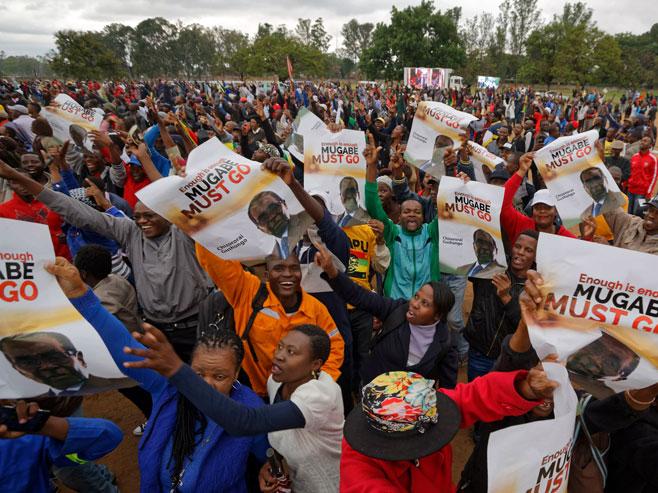 Učesnici protestnog marša protiv Mugabea (foto:www.wbir.com) -