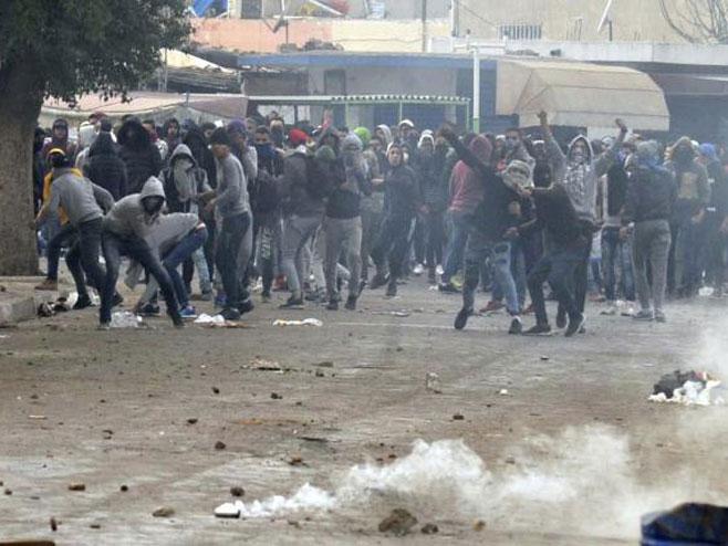 Haos na ulicama Tunisa - Foto: TANЈUG