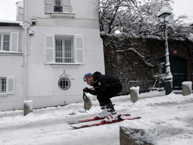 Pariz okovan ledom (Foto: Tanjug/ AP/ Francoiz Mori) -