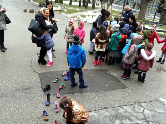 Djeca u parku -