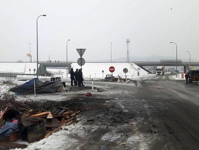 Policija deblokirala petlju Šićki brod - Foto: klix.ba