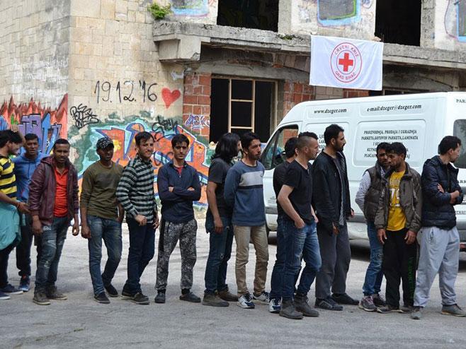 Migranati u Unsko-sanskom kantonu (foto: rtvcazin.ba) -