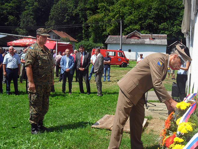 Novi Grad, dan Prve novogradske pješadijske brigade, polaganje vijenaca - Foto: SRNA