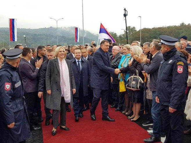 """Otvaranje auto-puta """"9. januar"""" -  Cvijanović, Dačić i Dodik - Foto: RTRS"""