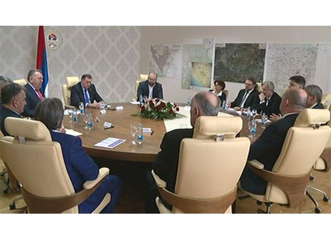 Dodik - sa ministrima o ponudi Turske za izgradnju mreže auto-puteva u BiH - Foto: RTRS