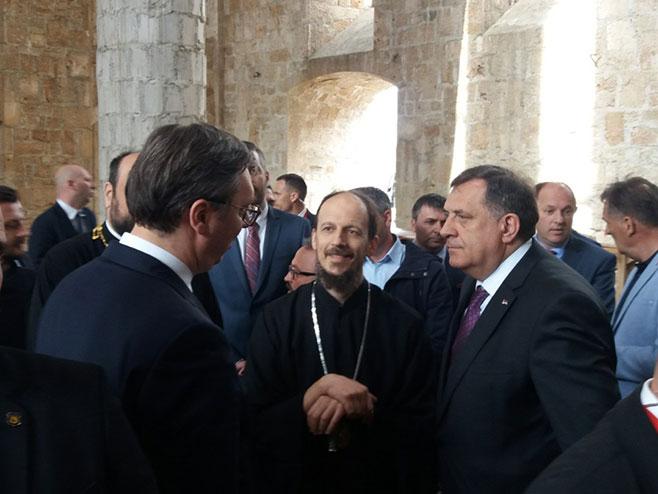 Dodik i Vučić u posjetili Sabornu crkvu u Mostaru - Foto: RTRS