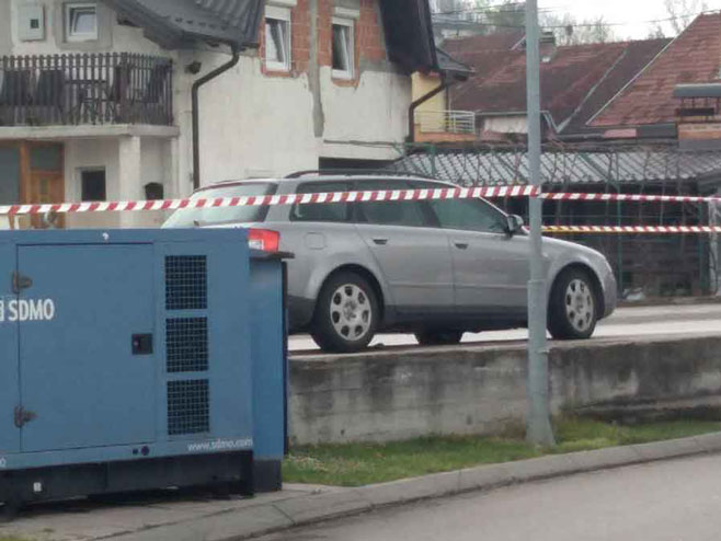 Banjaluka: Bomba odbačena iz automobila završila pod drugim vozilom