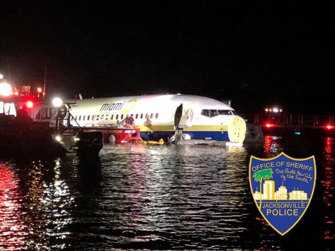 Florida- avion prinudno sletio u rijeku (foto: facebook.com/ JacksonvilleSheriffsOffice) -