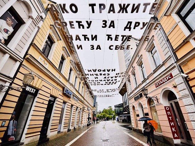 Ćirilični citati nad Gospodskom ulicom (foto:twitter.com) -