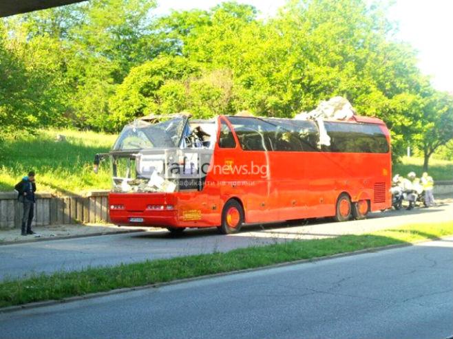 Makedonski autobus ostao bez krova u Bugarskoj (Foto:trafficnews.bg) -