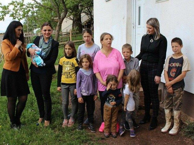 Porodica Gluhović iz Rogatice (Foto: Opština Rogatica) -