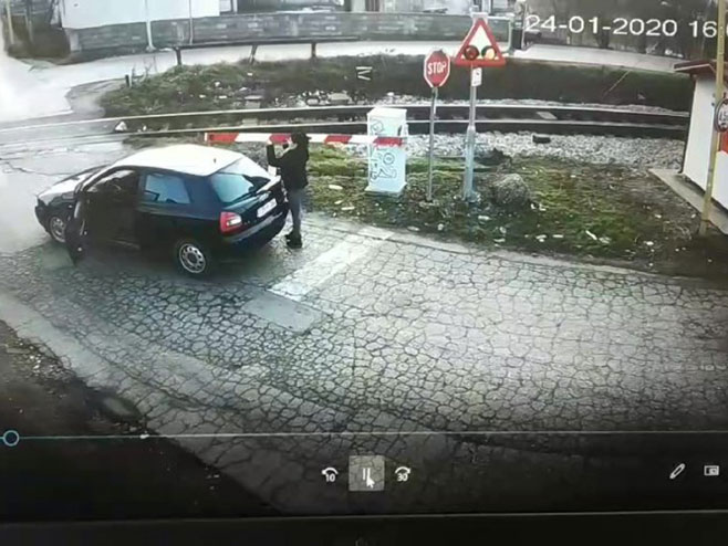 Uništila rampu na pružnom prelazu Vrbanja - Foto: nezavisne novine