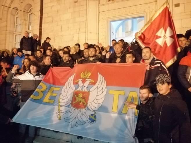 Hodočasnici iz Beograda dočekani u Nikšiću - Foto: SRNA