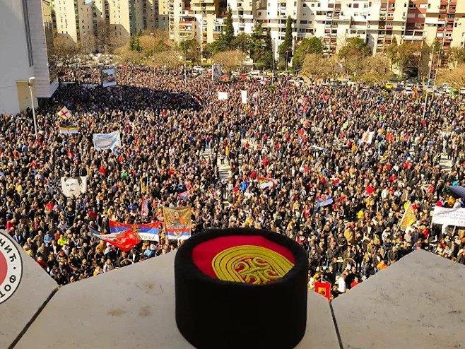 Podgorica:Više od 100.000 ljudi na litiji (Foto: Sputnjiku ustupio Miloš Lučić) -