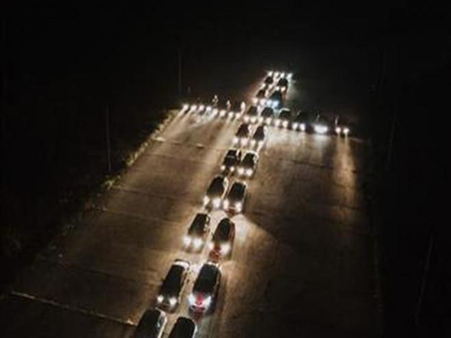 Bijeljina: Krst od automobila - Foto: SRNA