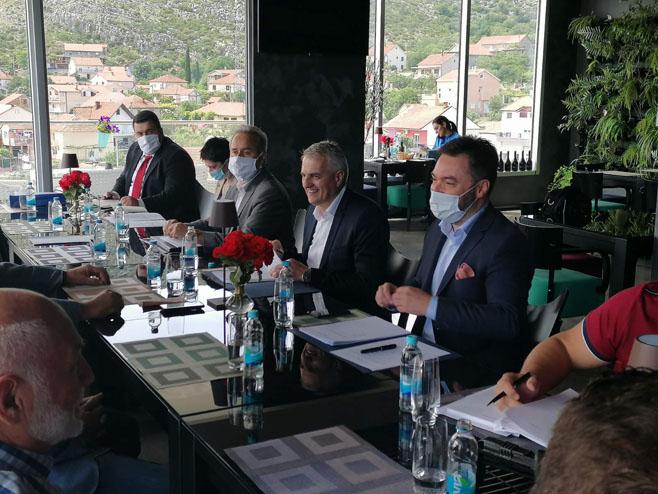 Trebinje: Košarac sa predstavnicima Grupacije vina - Foto: SRNA