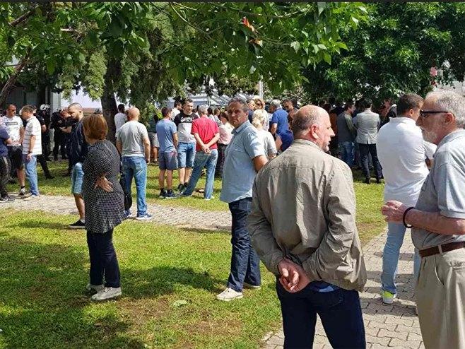 Budva: Ispred zgrade Centra bezbjednosti (foto:Sputnik / Nebojša Popović) -