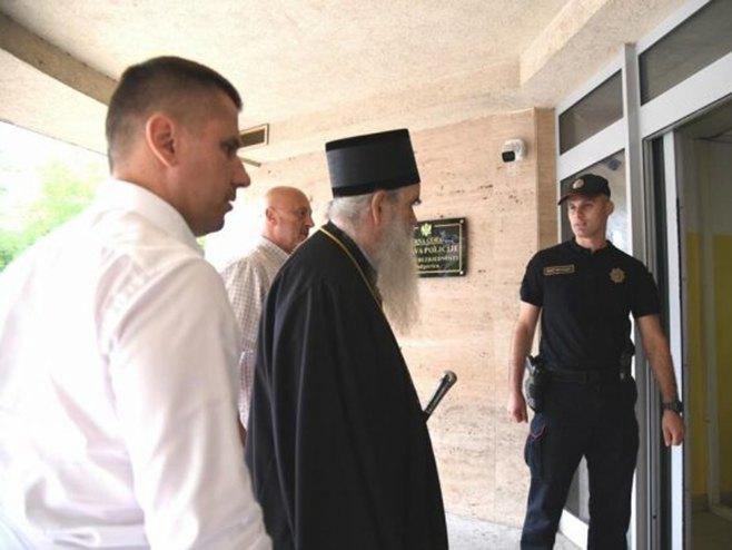 Mitropolit Amfilohije u policiji (Foto: Vijesti) -