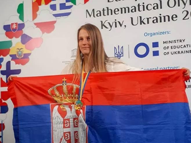 Јelena Ivančić - www.CrniBombarder.com