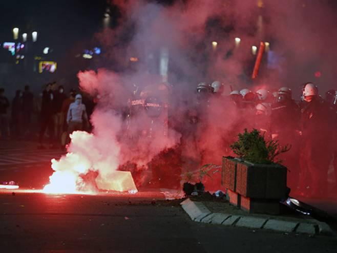 Protest u Beogradu - Crni Bombarder Portal