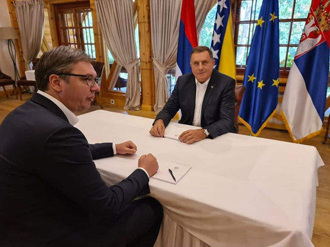 Dodik i Vučić (Foto: instagram.com/ buducnostsrbijeav) -