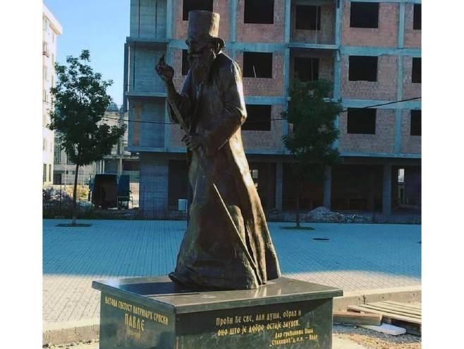 Pale: Postavljen spomenik patrijaha Pavla