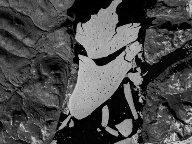 Odlomio se veliki komad leda na Grenladu (foto:COPERNICUS DATA/ESA/SENTINEL-2B) -