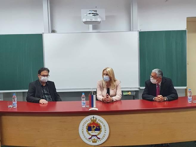 Predsjednica Cvijanović u Trebinju sa dekanima fakulteta - Foto: SRNA