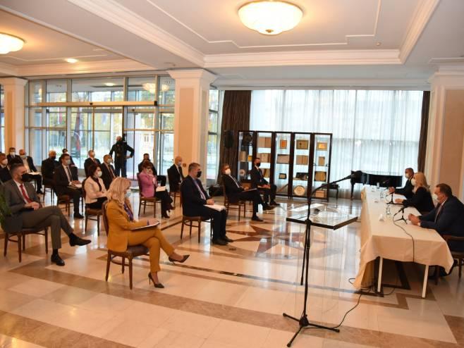Sastanak o epidemiološkoj situaciji (foto: twitter.com / Vlada_Srpske) -